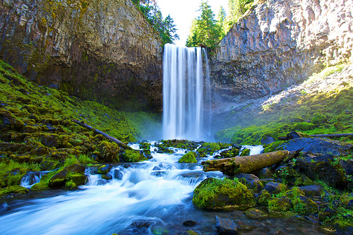 "Oregon, ""beautiful water"" by Zach Dischner CC-2.0"